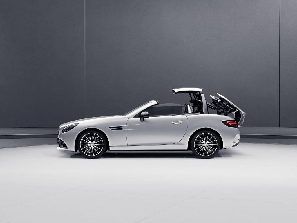 Mercedes-Benz SLC; Variodach elektrohydraulisch bedienbar ; Mercedes-Benz SLC; vario-roof operated electro-hydraulically;