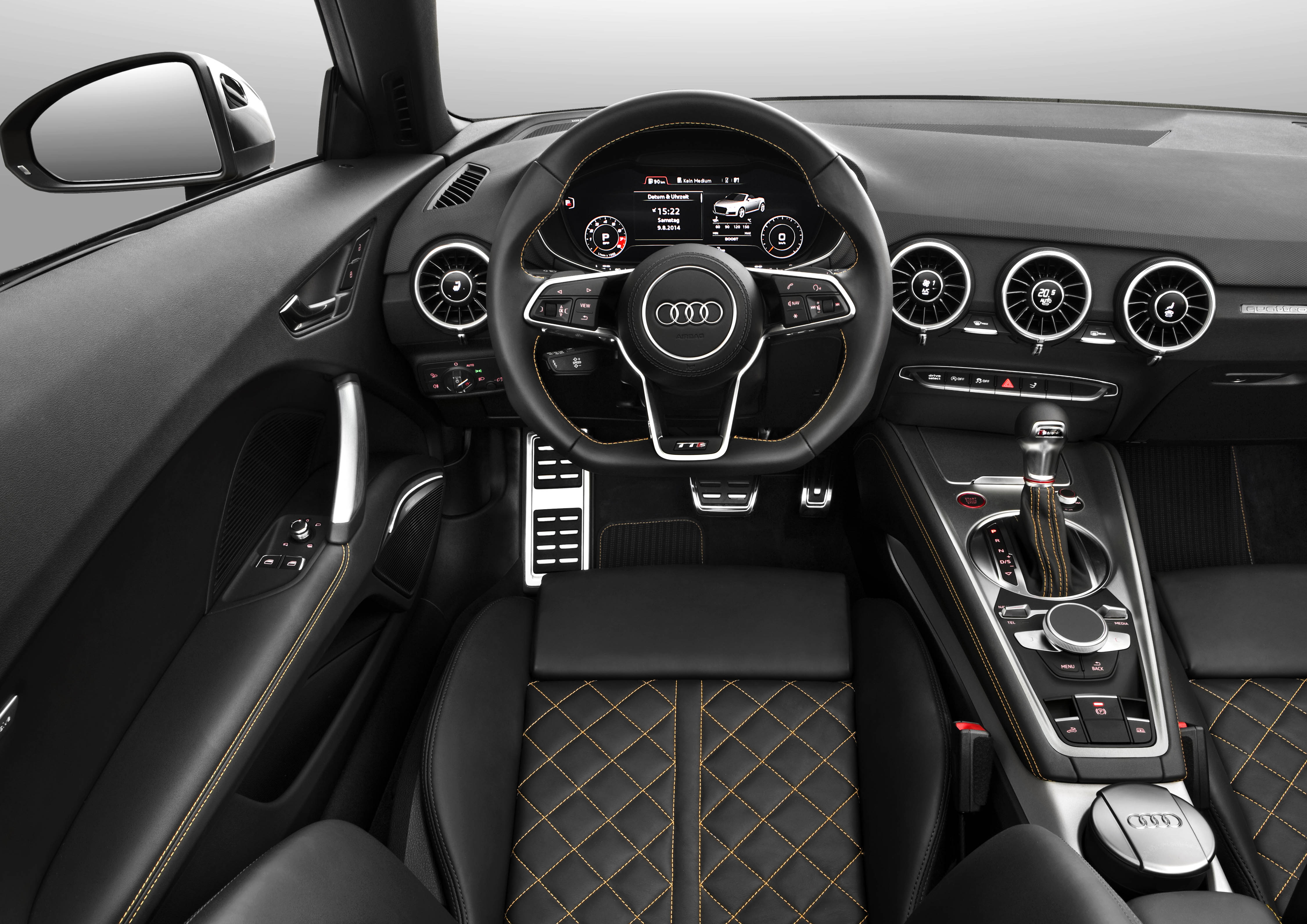 Nieuwe audi tt roadster classylifeclassylife for What car has the best interior