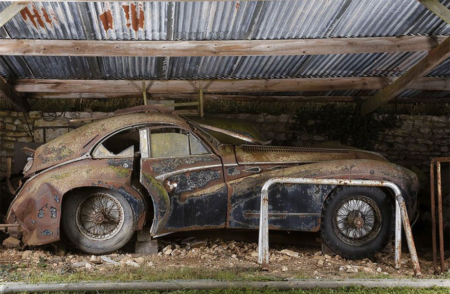 60-Vintage-Cars-Found-After-50-Years-Worth-At-Least-19-Million-Pictures-Roger-Baillon-Collection-006