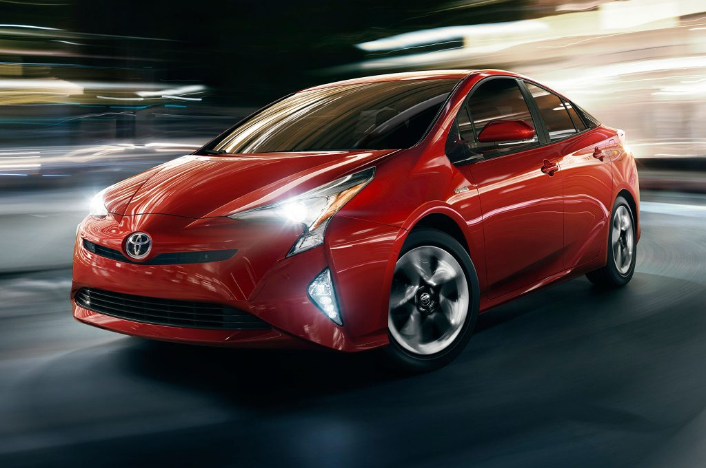 2016-Toyota-Prius-front-side-view-city-lights