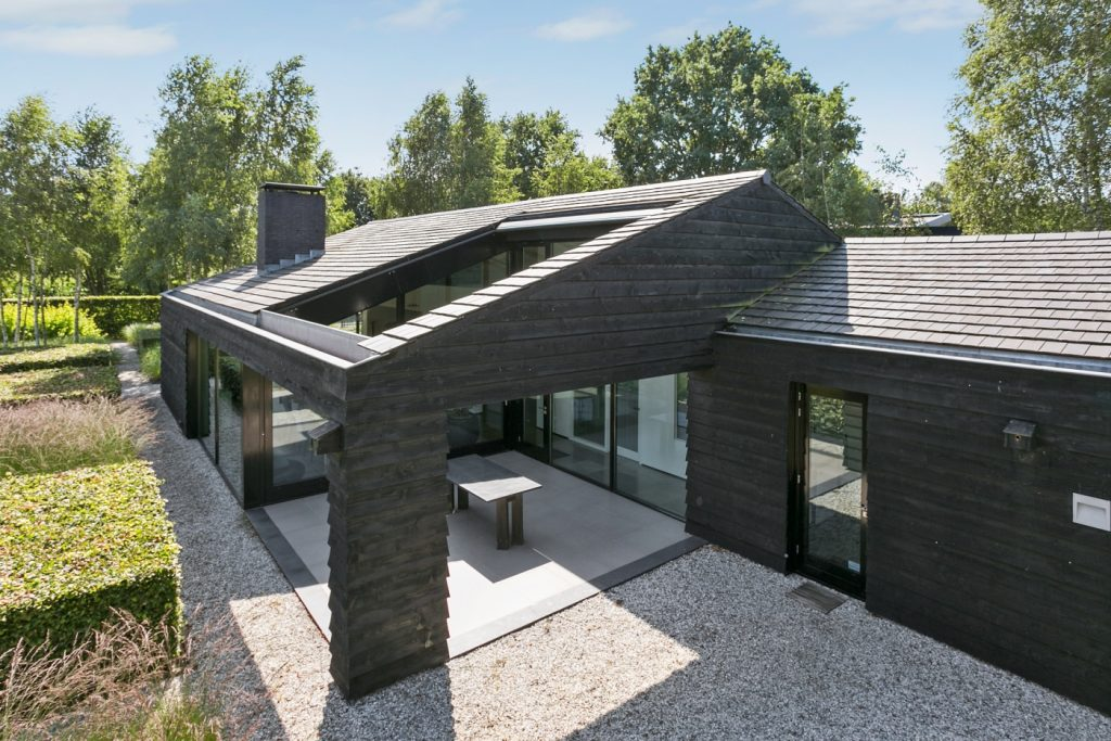 Classyliving eigentijds en riant domein net buiten oosterhout classylifeclassylife - Eigentijds buitenkant terras ...
