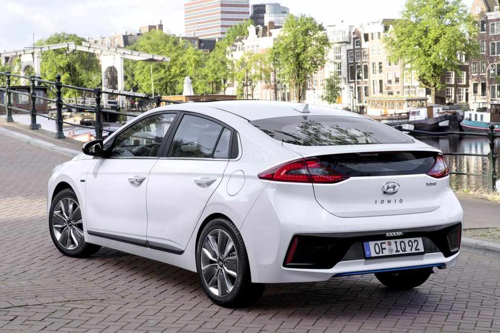 Hyundai-IONIQ-Hybrid-2