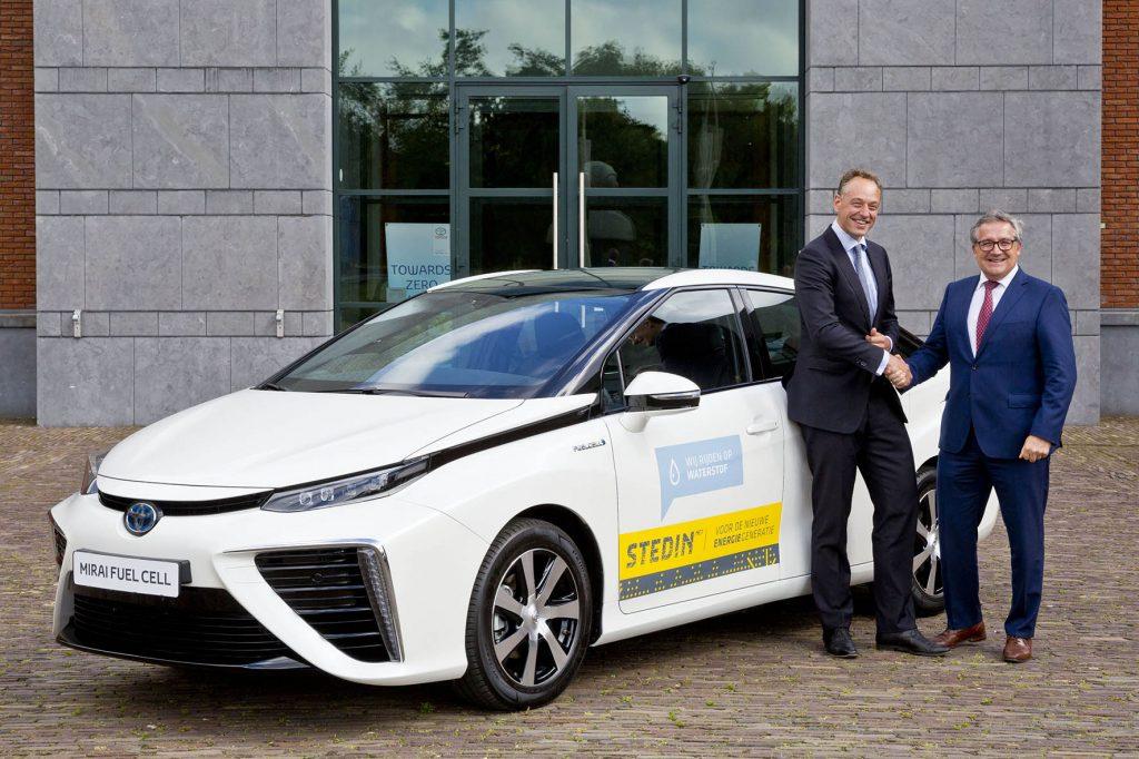 Netbeheerder-Stedin-gaat-rijden-in-Fuel-Cell-aangedreven-Toyota-Mirai-1