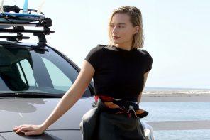 Margot Robbie verruilt glamourjurk voor wetsuit en surfboard