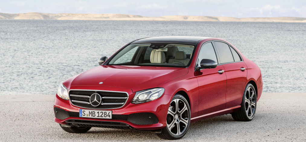 Mercedes-Benz SLC 300; Exterieur: designo cerrusitgrau magno, AMG Line; Interieur: bengalrot/schwarz ;Kraftstoffverbrauch kombiniert (l/100 km): 5,8, CO2-Emissionen kombiniert (g/km): 134 Mercedes-Benz SLC 300; exterior: designo cerrusit grey magno, AMG Line; interior: bengal red/black; Fuel consumption, combined (l/100 km): 5.8, CO2 emissions, combined (g/km): 134