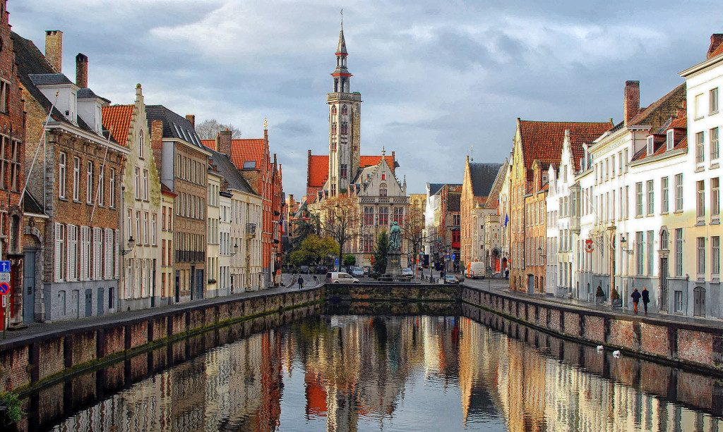 brugge-canal-middle-shot-001-1024x613