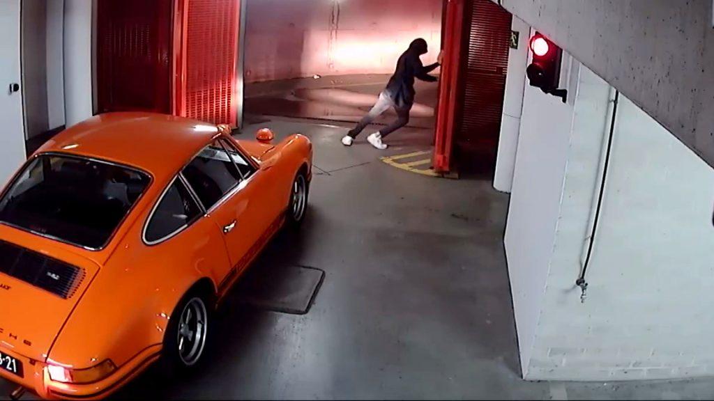 klassieke-oranje-porsche-gestolen-uit-garage-1