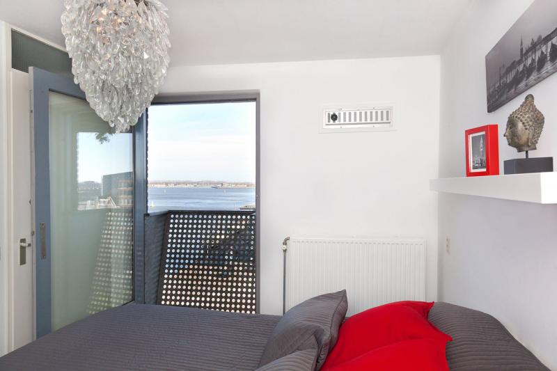 13-Azartplein-91-amsterdam-slaapkamer-uitzicht