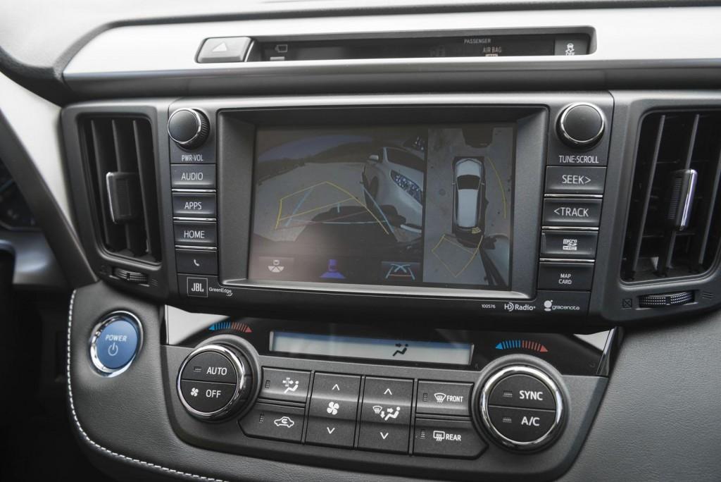 2016-Toyota-RAV4-Hybrid-20