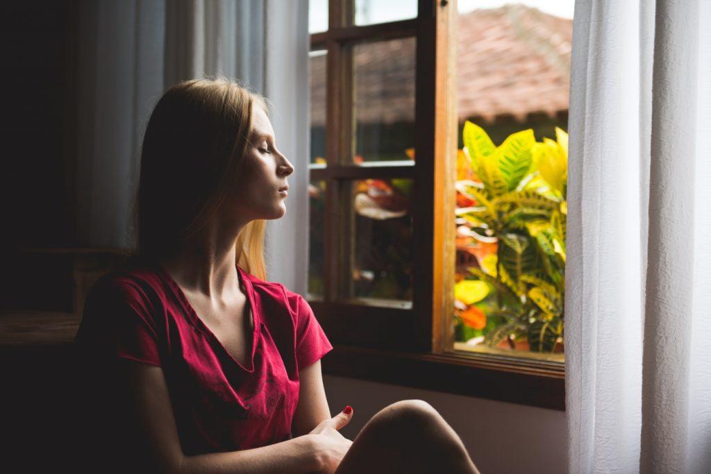 open-raam-vrouw