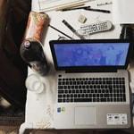laptop-bureau-spullen