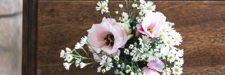 grafkist-met-bloemen