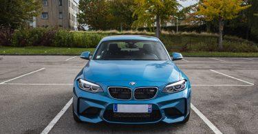 licht-blauwe-bmw-auto