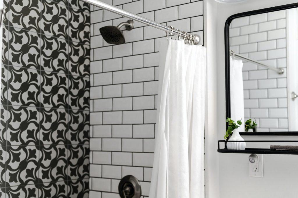 witte-badkamer-tegels