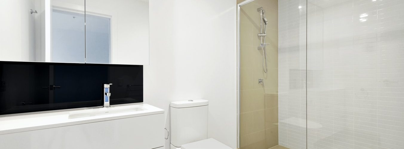 douchecabine-wit-badkamer
