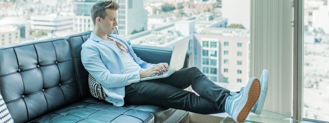 werken-bank-laptop