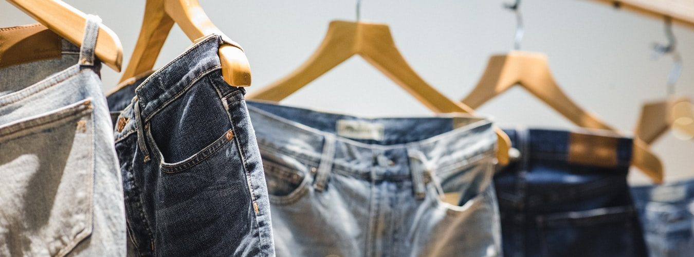 jeans-kledinghaken-buiten