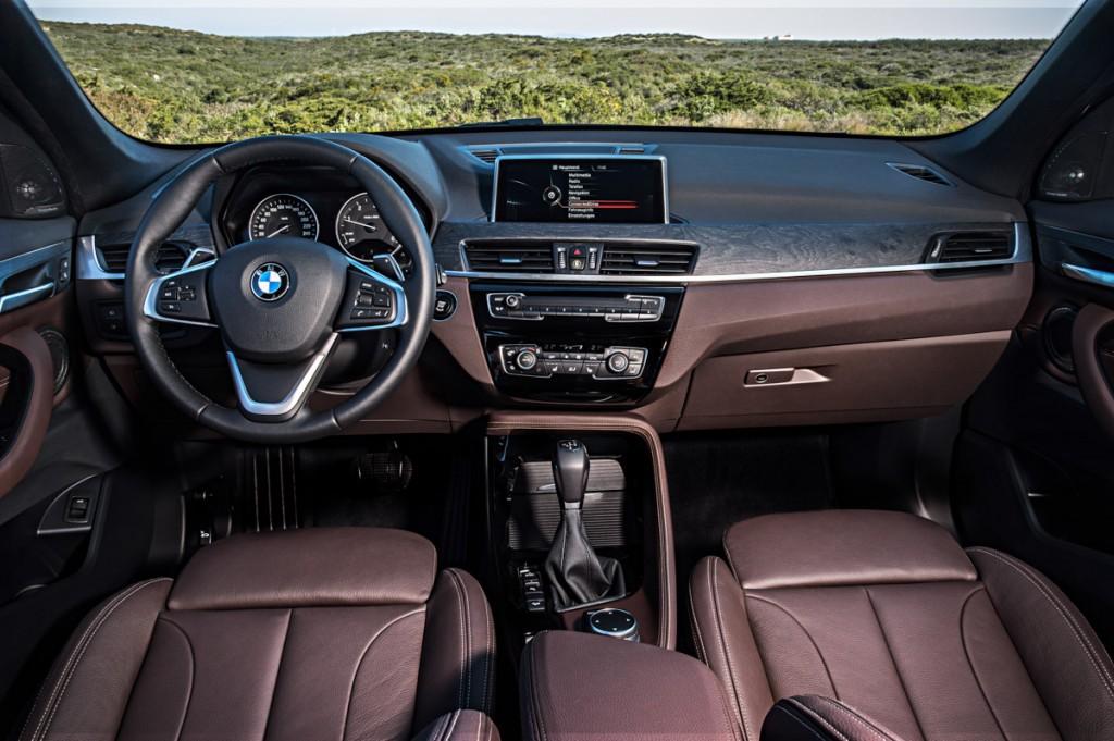 BMW-X1-2015-08