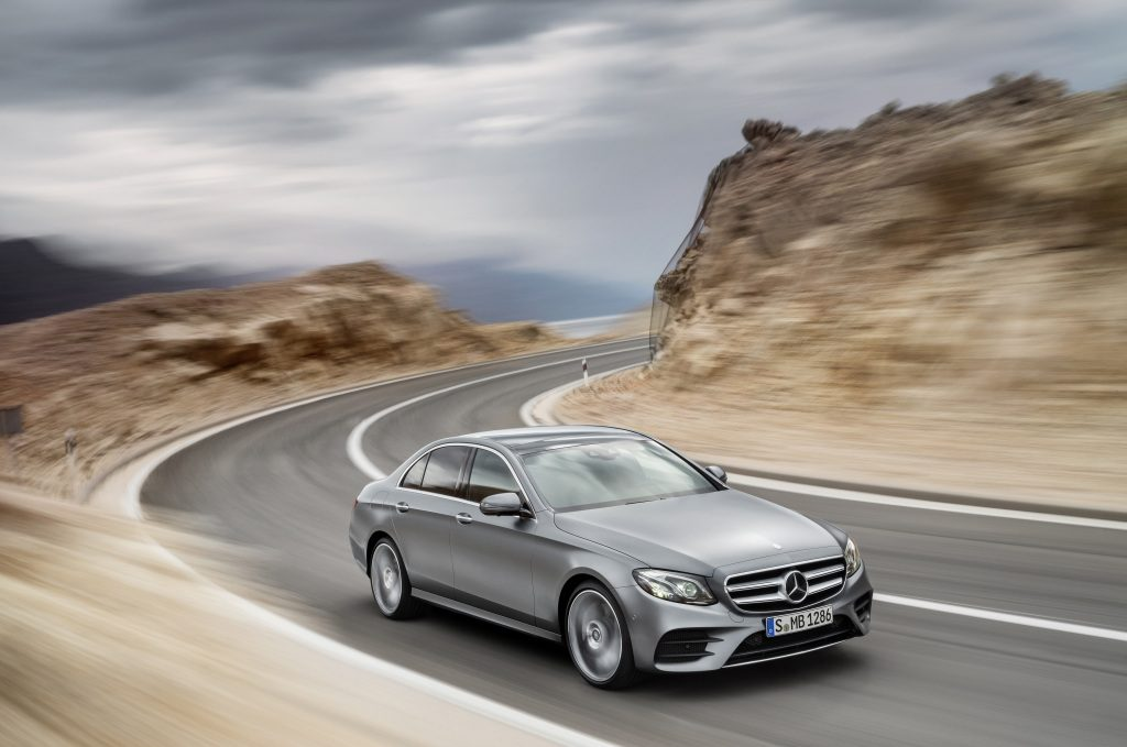 Mercedes-Benz E-Klasse, AMG Line, selenitgrau magno, Leder schwarz/sattelbraun