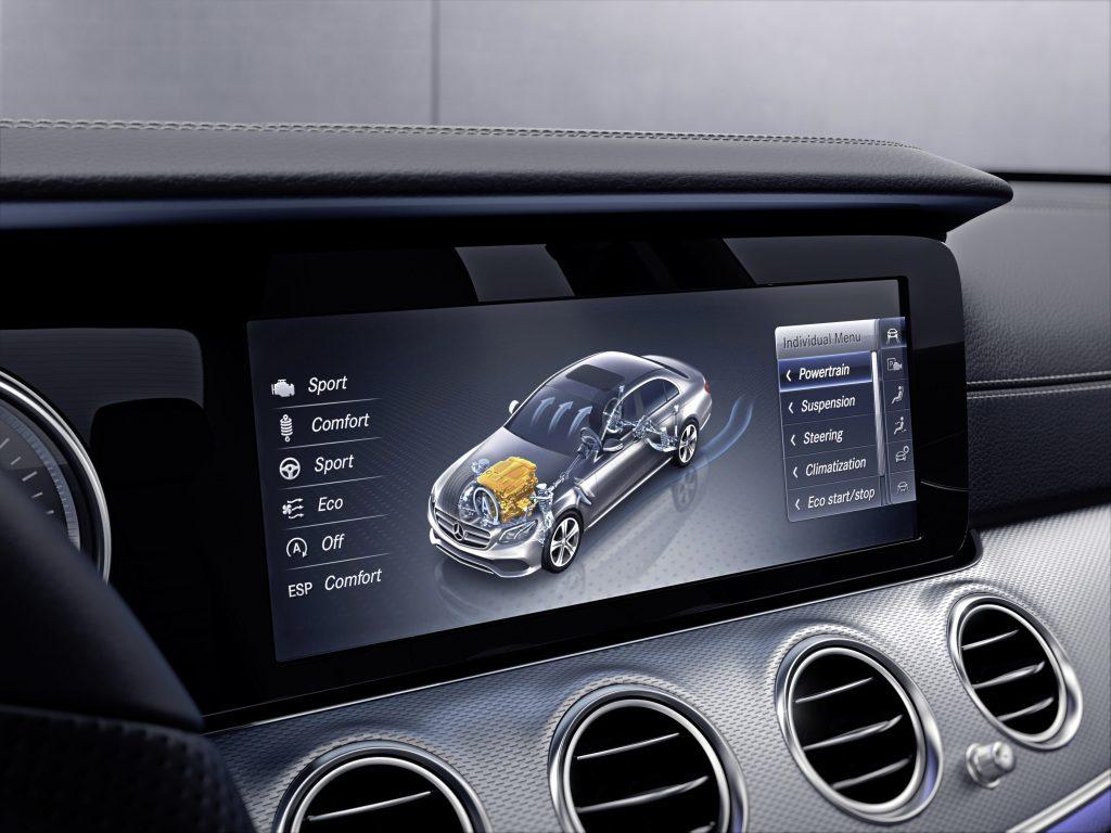 Mercedes-Benz E-Klasse, Widescreen Cockpit