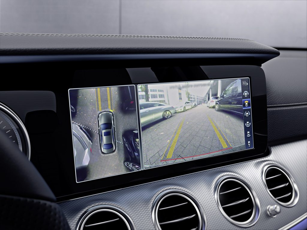 Mercedes-Benz E-Klasse, 360° -Kamera Doppelanzeige