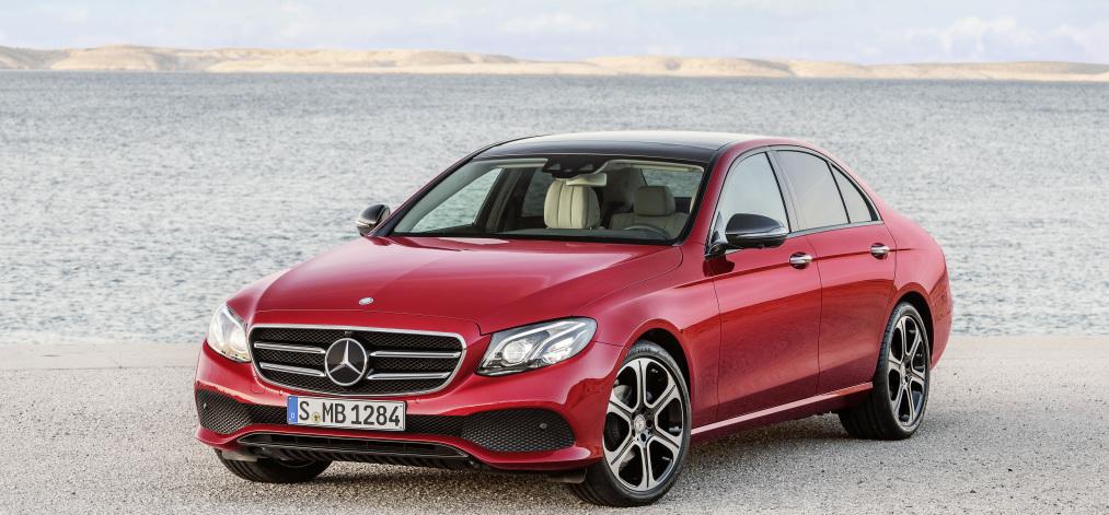 Mercedes-Benz SLC 300; Exterieur: designo cerrusitgrau magno, AMG Line; Interieur: bengalrot/schwarz ;Kraftstoffverbrauch kombiniert (l/100 km): 5,8, CO2-Emissionen kombiniert (g/km): 134 Mercedes-Benz SLC 300; exterior: designo cerrusit grey magno, AMG Line; interior: bengal red/black; Fuel consumption, combined (l/100 km): 5.8, CO2 emissions, combined (g/km): 134